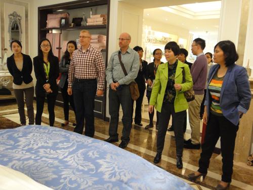 中美纺织设计专家考察梦兰集团